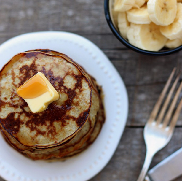 Two-Ingredient-Banana-Pancakes4-e1421356193597